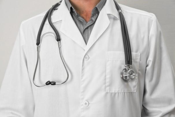 Курянин в халате врача продавал втридорога пациентам книги