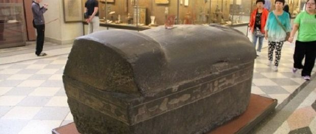 ВВеликом Новгороде найдены таинственные саркофаги