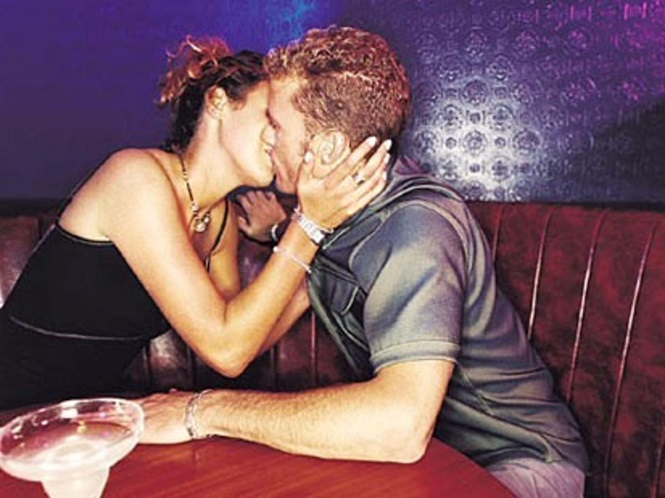 Вытекает жидкость из влагалища во время секса  Вопрос